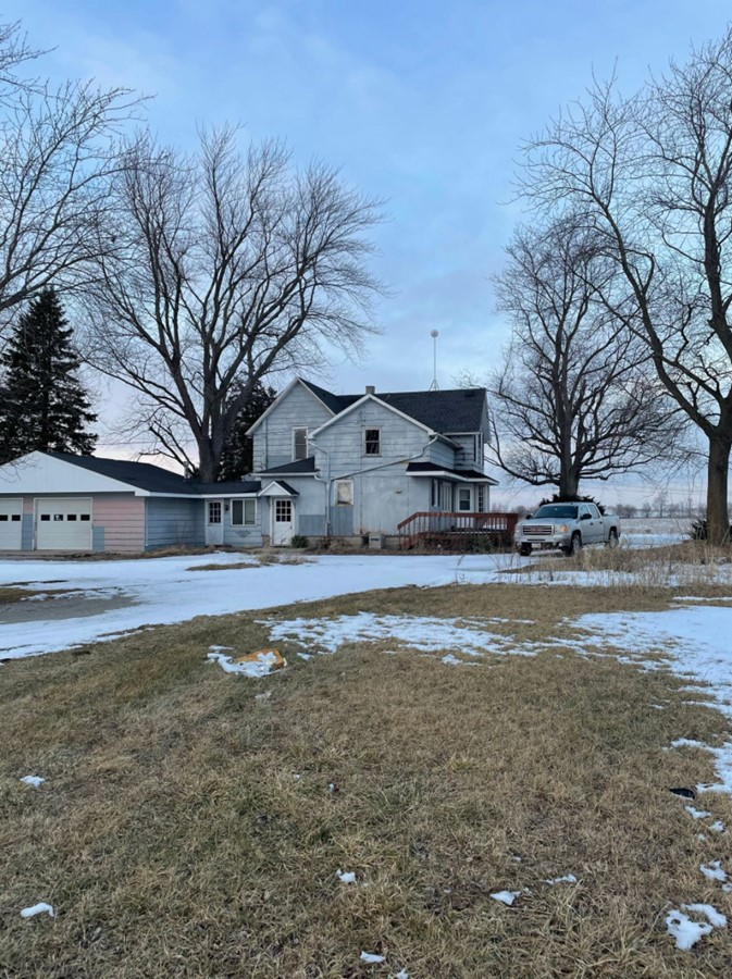 House and Attached Garage 11.3 Acre Peotone House and Buildings Will Township, Will County, IL
