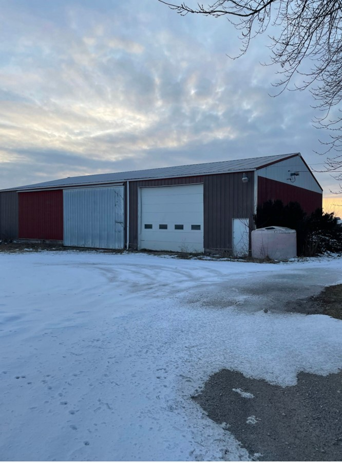 Metal Building 11.3 Acre Peotone House and Buildings Will Township, Will County, IL